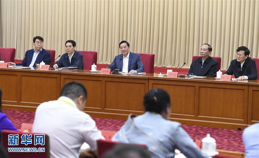 5月18日,中共中央政治局委员、中央书记处书记、中宣部部长刘奇葆在北京出席纪念新华书店成立80周年座谈会并讲话。 新华社记者张领摄