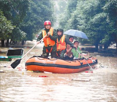 持续强降雨致南方多地受灾 抗洪,50万人向前冲!