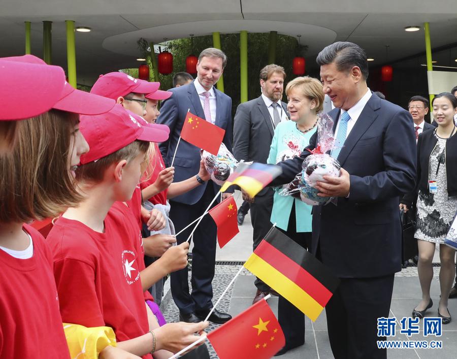 近..平同德国总理默克尔共同出席柏林动物园大熊猫馆开馆仪式  2017年07月06日08:27     来源:央视网 - 小花新新 -