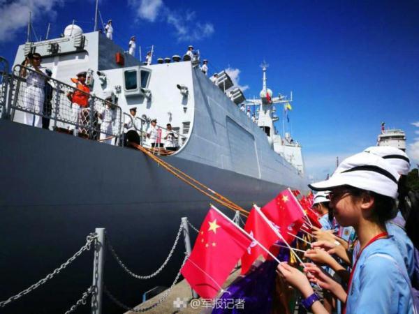 """在香港五天 辽宁舰航母编队与市民如何""""亲密接触"""""""