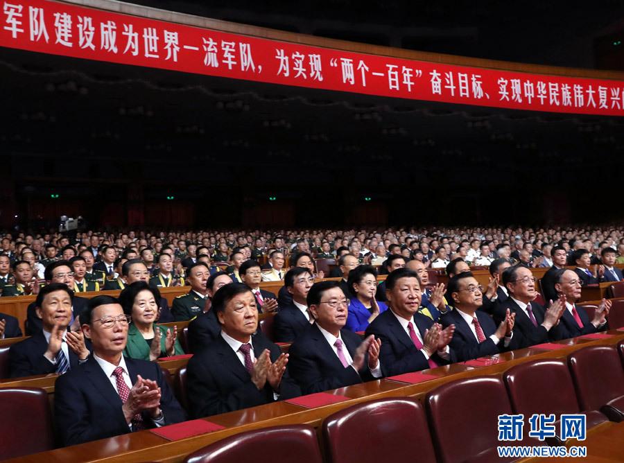 7月28日,庆祝中国人民解放军建军90周年文艺晚会《在党的旗帜下》在北京人民大会堂举行。中共中央总书记、国家主席、中央军委主席习近平和李克强、张德江、俞正声、刘云山、王岐山、张高丽等党和国家领导人,与首都3000多名各界群众一起观看演出。新华社记者 马占成 摄