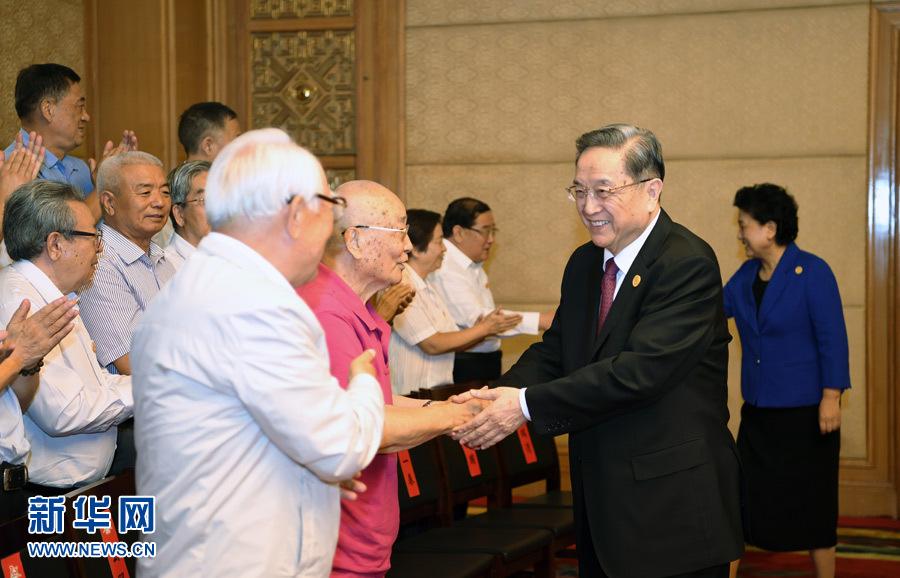 俞正声会见内蒙古自治区离退休老同志和各族各界群众代表