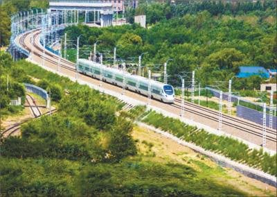 长白乌铁路今日正式开通运营