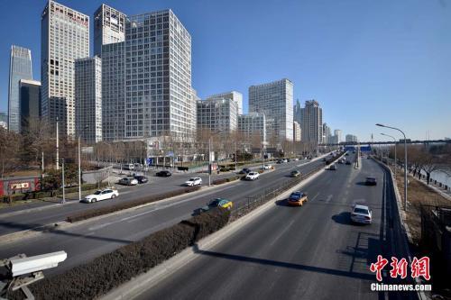 """2月6日,随着猴年春节脚步的临近,大量外来人口返乡过年,北京市区不少街道和景区人烟稀少,如同""""空城""""一般。<a target='_blank'  data-cke-saved-href='http://www.chinanews.com/' href='http://www.chinanews.com/' _fcksavedurl='http://www.chinanews.com/' ></table>中新网</a>记者 金硕 摄"""