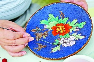 满绣是满族刺绣的简称,其以独特的艺术风格而闻名