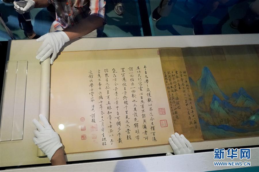"""故宫进入展览""""黄金期"""" 赵孟頫书画、《千里江山图》相继亮相"""