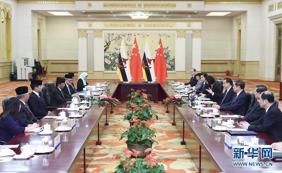9月13日,国务院总理李克强在北京人民大会堂会见来华进行国事访问的文莱苏丹哈桑纳尔。 新华社记者 谢环驰 摄