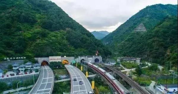 零下40℃施工3年 中国打通世界最高海拔高速隧道