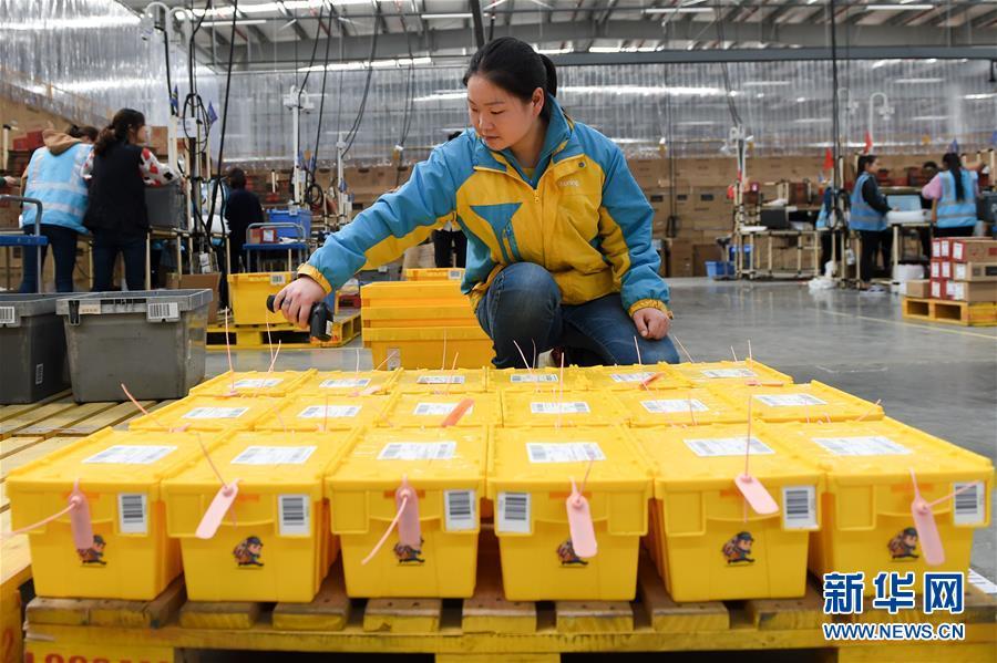 (经济)(3)共享快递盒 环保又方便