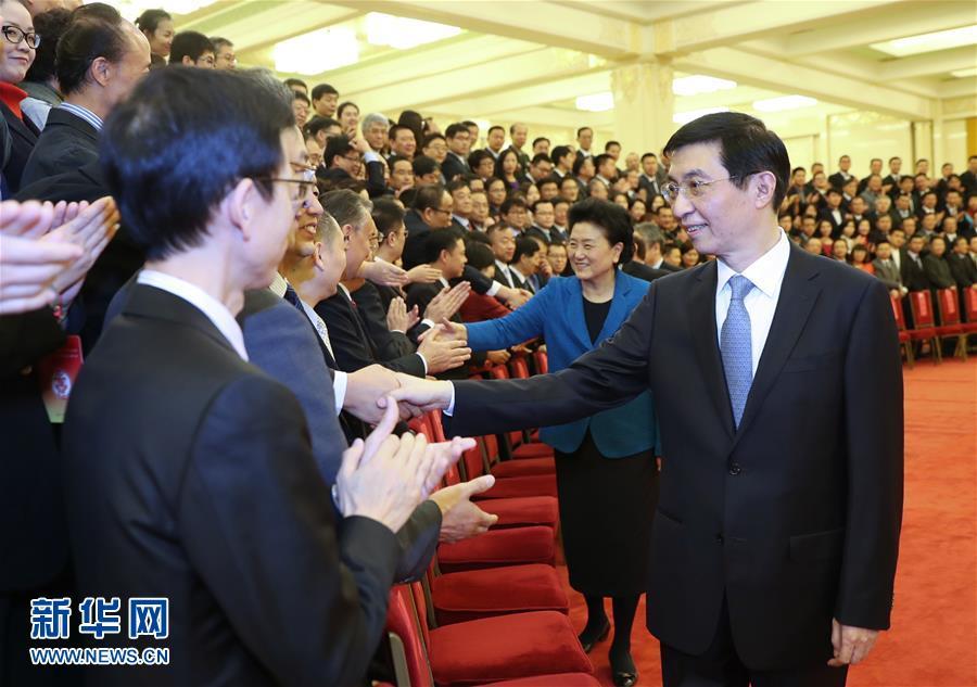 (时政)王沪宁会见出席庆祝中国记协成立80周年大会暨第27届中国新闻奖颁奖报告会新闻工作者代表