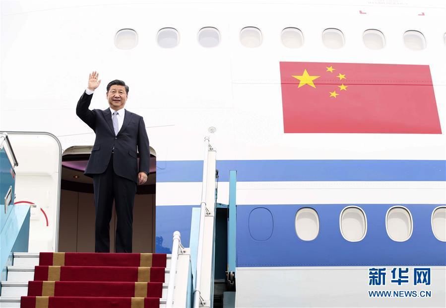 (时政)(1)习近平抵达河内开始对越南社会主义共和国进行国事访问