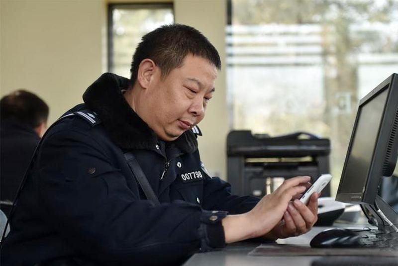 """吕建江:互联网时代的民警""""永不下班"""""""