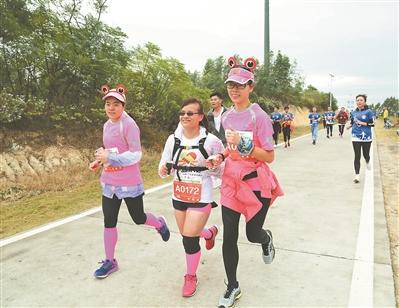 澳门赌博送彩金:广州:盲人跑团跑完21公里半马