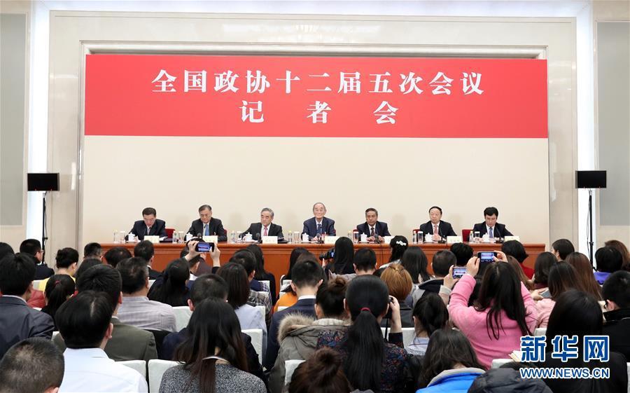(两会)(1)政协委员谈促进经济平稳健康发展