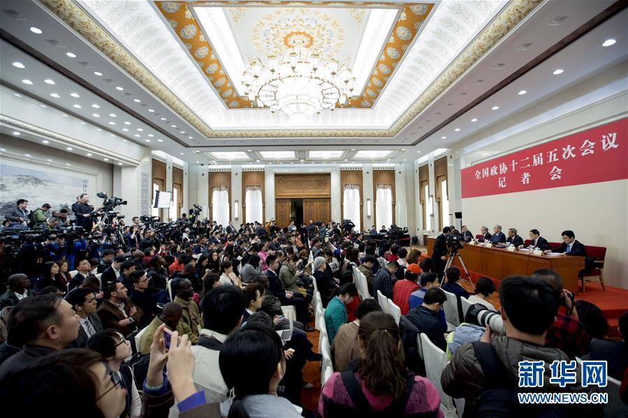 (两会)(3)政协委员谈促进经济平稳健康发展