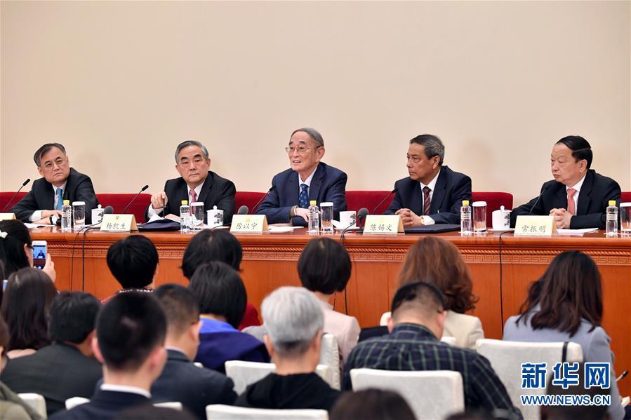 (两会)(5)政协委员谈促进经济平稳健康发展