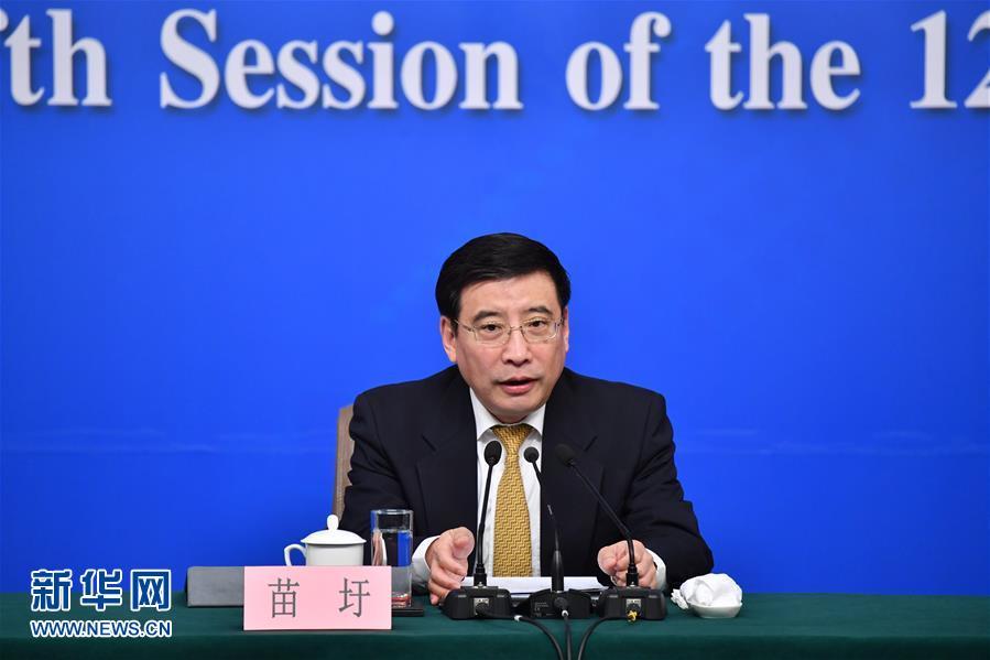 """(两会)(1)工业和信息化部部长苗圩等就""""推进实施'中国制造2025'""""答记者问"""