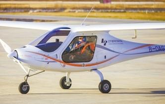 電動雙座飛機能飛兩小時了