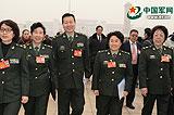 """被記者""""重重包圍""""的軍隊政協委員們"""