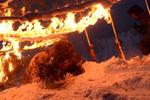 解放軍雪地上鑽火圈爬過火障