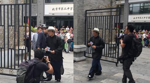 北京二中考場一位考生著馬褂進入考場