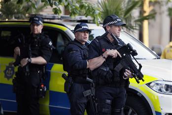 """英國將恐怖威脅級別上調至""""危急"""""""