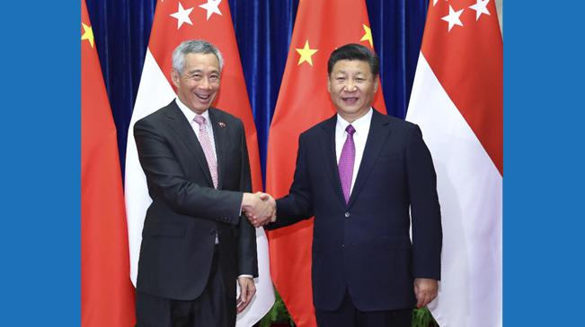 习近平会见新加坡总理李显龙