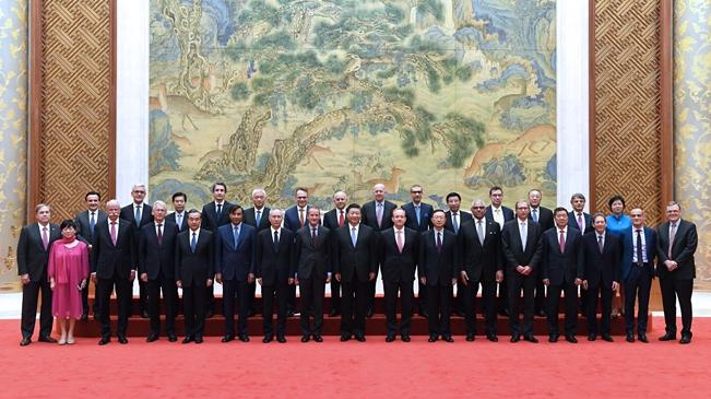 """习近平会见出席""""全球首席执行官委员会""""特别圆桌峰会外方代表并座谈"""