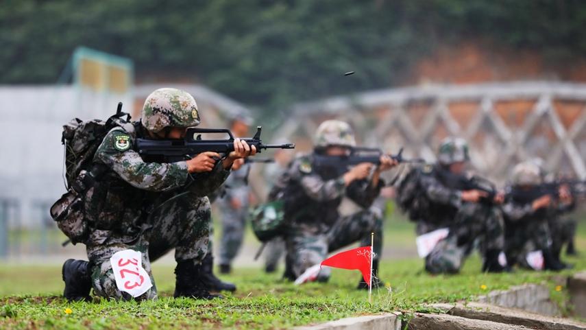 解放军驻澳门部队组织特战队员进行多课目连贯考核