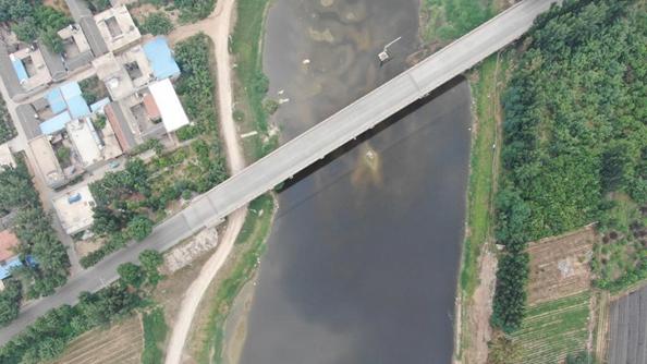 督察组目击:大量工业污水直排入河