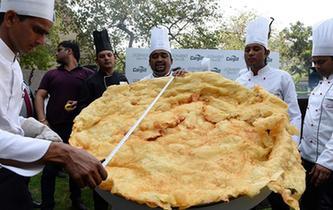 印度大個炸油餅 直徑達1.47米