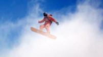 """壯美!特技師兩千米高空表演雲端""""滑雪"""""""