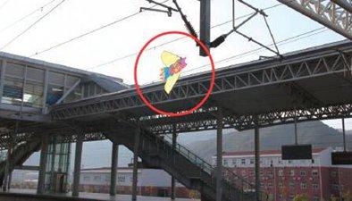 闖禍的風箏 風箏一個月兩次逼停城軌