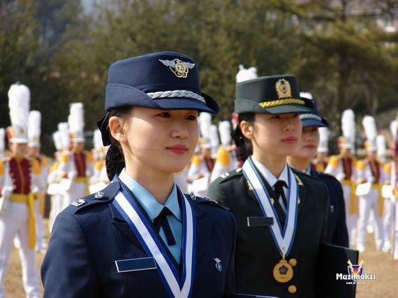 世界各地女兵魅力大盘点 美女士兵频现军花朵朵 - 白衣天使 - 天使家园*祝战友朋友们春节快乐