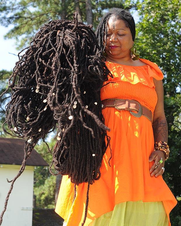 美长发姑娘发长17米重约20公斤(图)