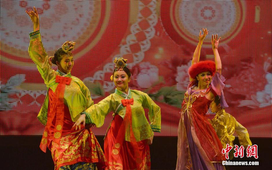 """当地时间2月9日晚,农历大年初十,""""文化中国·四海同春""""高清图片"""