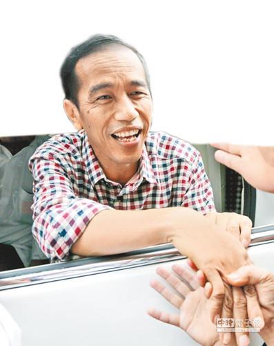 """印尼""""奥巴马""""苦战苏哈托女婿(图)"""