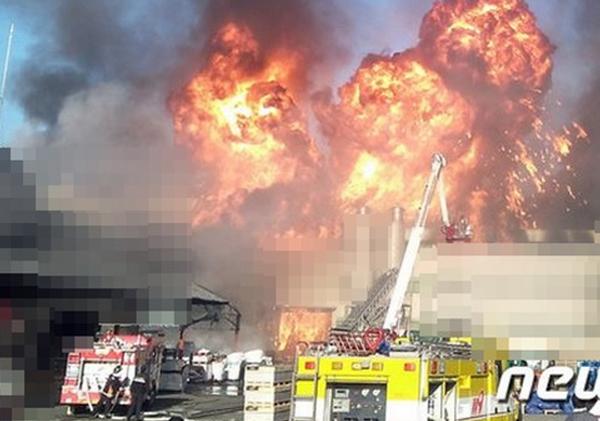 韩国渔船在船厂维修时发生爆炸 已致10余人受伤