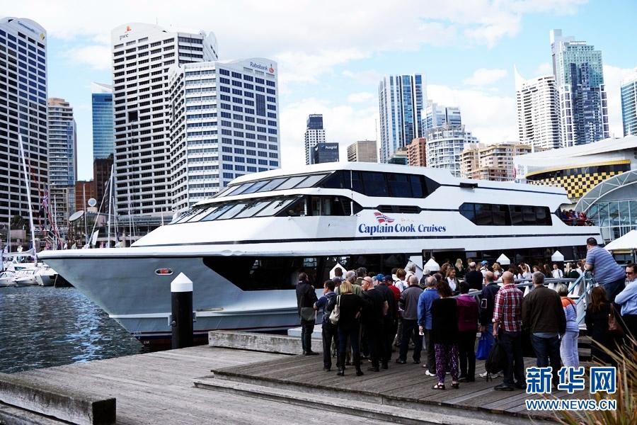 参展的游艇达850艘.总人口2400多万的澳大利亚沿海港湾众多,游
