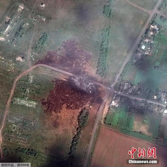 荷兰称将定期公布马航MH17坠机事故调查报告