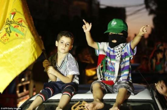 埃及斡旋下巴以达成长期停火 加沙欢腾庆祝