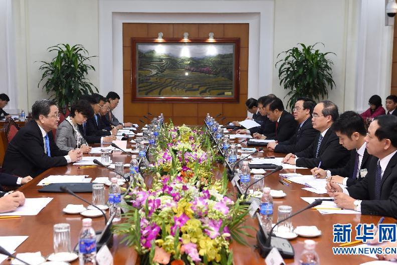 12月25日至27日,中共中央政治局常委、全国政协主席俞正声对越南进行正式访问。这是12月26日,俞正声在河内与越南祖国阵线主席阮善仁举行会谈。 新华社记者马占成摄