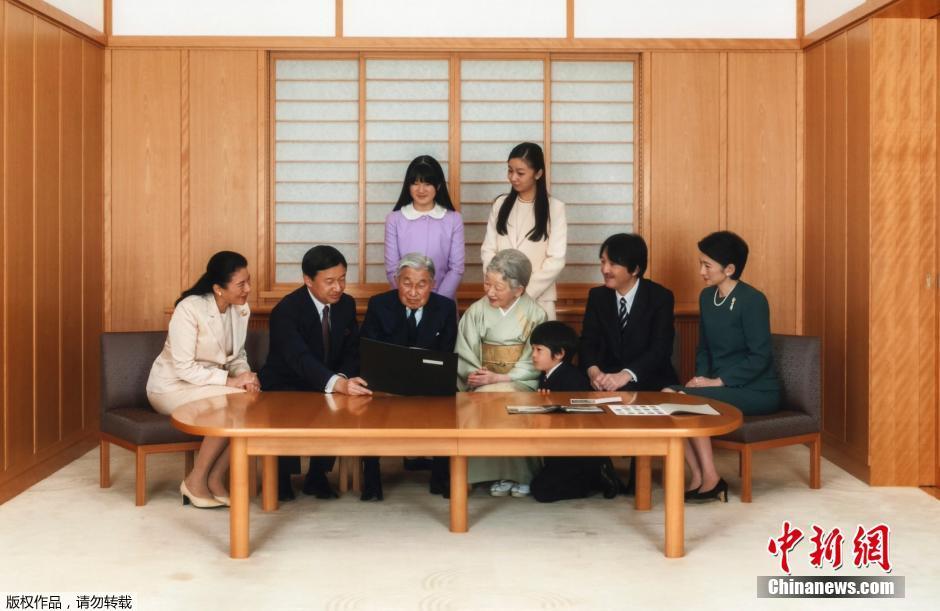当地时间2015年1月1日,日本皇室公布了于2014年11月18日拍摄的日