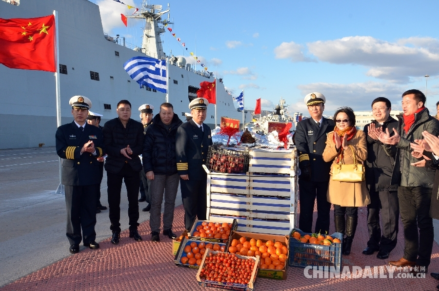 邹肖力大使慰问到访希腊的中国海军第十八批护航编队官兵