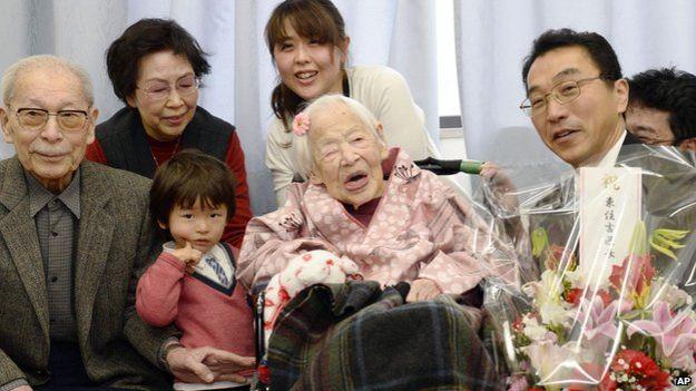 /老太喜迎117岁生日系世界最长寿老人