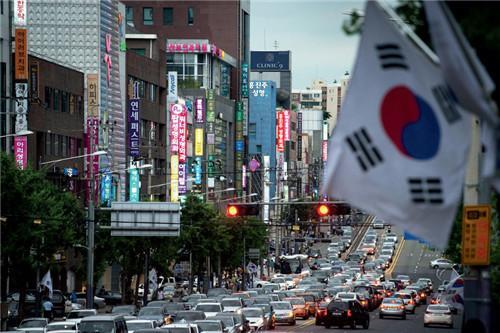 p78 韩国首尔,整形一条街。韩国的整形技术吸引了大量的外国游客前来寻医问诊。CFP
