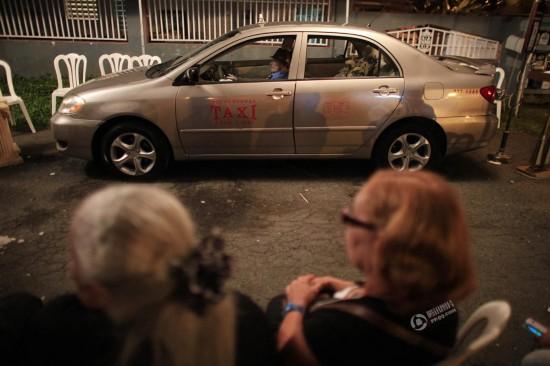 波多黎各出租车司机因癌去世后再上街 开 车