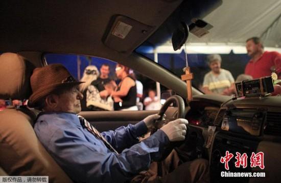 波多黎各出租车司机去世后再 开 车