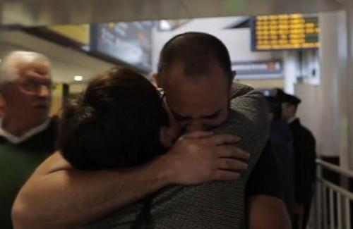 智利医院谎报孩子夭折母子41年后重逢泪拥(图)