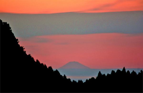 男子隔数百公里拍摄富士山创最远拍摄记录